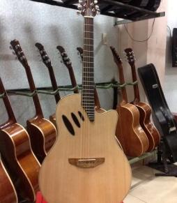 Đàn Guitar Acoustic AU230